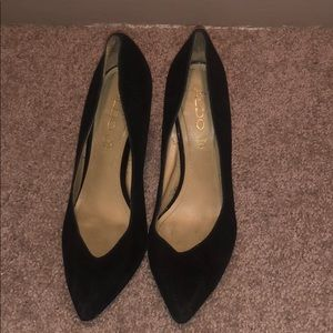 Black also point toe heels